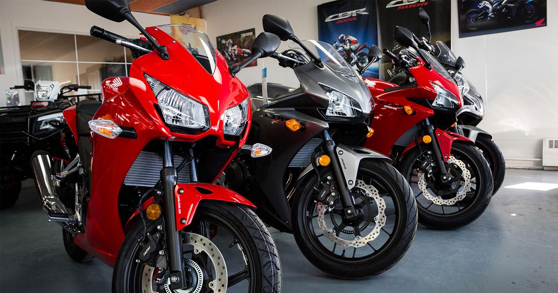 lalibert moto sport motos neuves et usag es acton vale. Black Bedroom Furniture Sets. Home Design Ideas